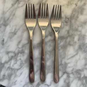 Stainless steel flatware set